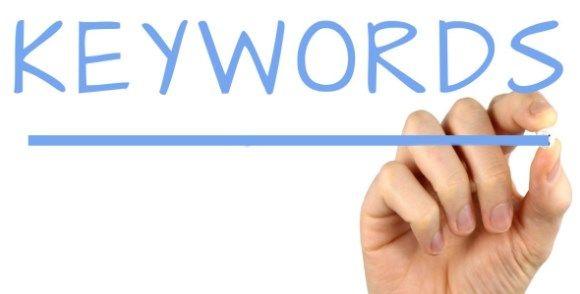 Nos referimos a las palabras clave SEO a aquellas palabras o frases contenidas en una web, que facilita los usuarios a encontrar su sitio
